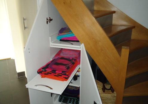 Aménagement dessous escalier